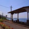 目の前に広がる海!下灘駅で最高の駅飲み