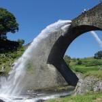 通潤橋のダイナミックな放水の裏に、この村を想う男たちの闘いがあったー…